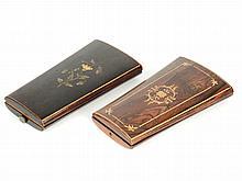 Dans un écrin Charles X, nécessaire de couture en métal réhaussé d'or. On y joint un autre nécessaire à couture dans son coffret (incomplet)