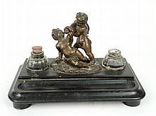 Encrier XIXe en bronze et marbre. 'amours bachiques'