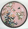 Grand plat 1900 Extrême-Orient en émaux polychromes cloisonnés à décor de fleurs et d'oiseaux. Diam. 60 cm