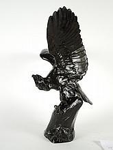 M. FIOT. 'Aigle aux ailes déployées'. Sculpture en bronze à patine brune. Signée. Fonte à la cire perdue, Susse Frère Edition à Paris. H. : 85 cm