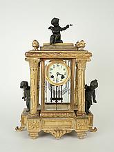 Pendule cage fin XIXe en verre et métal à décor de d'enfants et d'amour