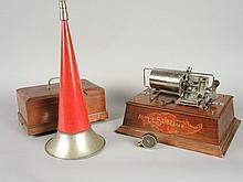 PHONOGRAPHE PATHE 'SUBLIME' avec caisse à système NEW ORPHEUS, clef, tête et pavillon