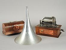 PHONOGRAPHE PATHE 'COQUET' avec caisse à système NEW ORPHEUS, pavillon et clef, sans tête