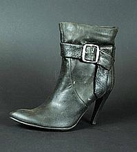 IS242 - Iron Sky - Renate's Deadly Stunt Shoe Prop
