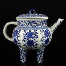 A Fine Hand-painted Chinese Qing Dynasty Blue And White Porcelain 4 Leg Big Teapot