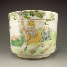 Hand-painted Chinese Su Cai Porcelain Brush Washer