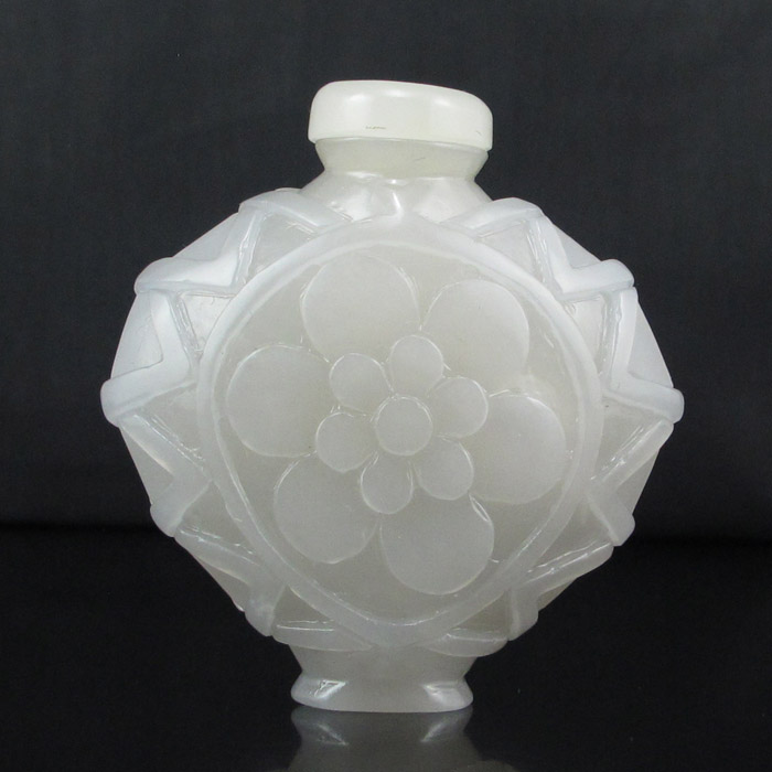 Hand Carved Chinese Natural White Hetian Jade Snuff Bottle