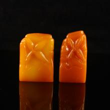 A Set Two Piece Hand Carved Chinese Natural Shoushan Stone Seal