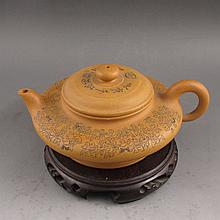 Fine Handmade Chinese Yixing Zisha Clay Teapot Artist Signed