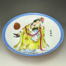 Hand-painted Chinese Famille Rose Porcelain Plate w Qian Long Mark