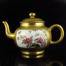 Hand-painted Chinese Gold-plating Famille Rose Porcelain Teapot w Qian Long Mark