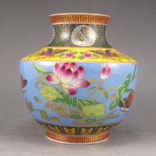 Hand-painted Chinese Colour Enamels Gold-plating Porcelain Pot w Qian Long Mark