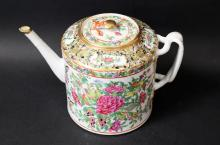 19TH A CHINESE ROSE FAMILLE PORCELAIN TEA POT