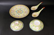 A CHINESE ROSE FAMILLE YELLOW PORCELAIN DINNER SET