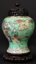 18TH/19TH, A CHINESE ROSE FAMILLE PORCELAIN VASE WITH TOP