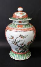 19 TH A CHINESE ROSE FAMILLE PORCELAIN VASE WITH TOP