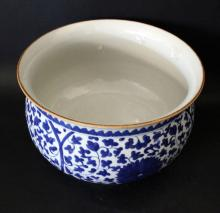 A LARGE CHINESE BLUE AND WHITE PORCELAIN BRUSH WASH