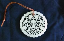 A CHINESE WHITE JADE CARVED PENDANT, 19/20TH CENTURY