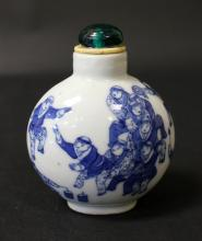 18th C, A CHINESE BLUE AND WHITE PORCELAIN SNUFF BOTTLE,<<QIAN LONG NIAN ZHI>>MARK
