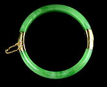 A Chinese Apple Green Jadeite Bangle Setting with 14K