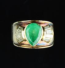 An Intense Emerald Daimond Ring with 14K Gold Setting