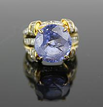 An Aquamarine Ring With Diamond and 14K Gold Setting