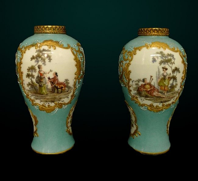 18: Pair of Meissin Cabinet Vases
