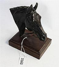 A SCULPTURED BRONZE HORSE HEAD on wood plinth; Belinda Sillars. Overall height 17cm.