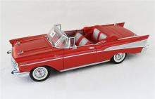 A DANBURY MINT 1957 CHEVROLET BEL AIR CONVERTIBLE 1:12 MODEL.