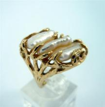 A CULTURED BEWA PEARL RING, textured bark-finish; 14ct yellow gold. Size N. Weight 7.9g. Valuation available.