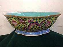 A nineteenth century Chinese Tongzhi footed bowl of the period, of quatre-l