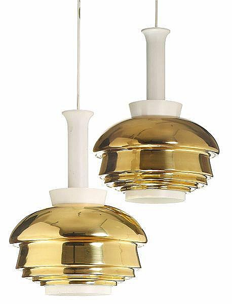 Alvar Aalto: A pair of pendants of brass and white lacquered metal. Manufactured by Valaistustyö Ky, Helsinki. 1950-1960s. H. 41. Diam. 32 cm (2)