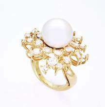 18K Gold Diamond and Pearl ring