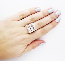 18K WHITE GOLD & SPARKLING DIAMONDS SQUARE TOP RING