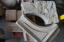 Éléments de cheminées et bris en marbre rouge. XVIIIème-XIXème siècle.