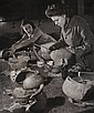 Robert Doisneau (1912-1994) Atelier de céramiques. Tirage argentique. Tampon au dos à l'encre bleue. Circa 1950.21,5 x 30 cm...