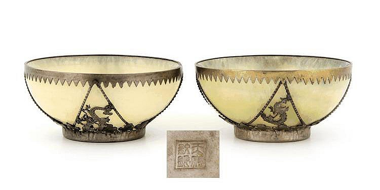 ORIENTAL PAIR OF BOWLS