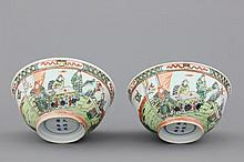 A pair of Chinese porcelain famille verte bowls, 19th C.