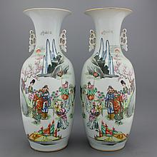 A pair of large Chinese porcelain famille rose vases with a historical scene, 19/20th C.