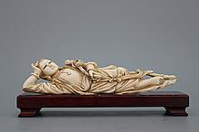 A Chinese ivory carved figure of a reclining lady, 20th C.