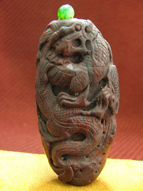 Hand carved Chinese Jade Snuff Bottle