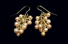 Beautiful Dangle Pearl 14kt Gold Earrings