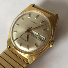 Vintage TIMEX Day Date water resistant gold plated 27860 10677 watch with bracelet. Cream color dial