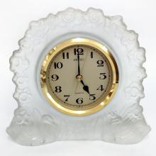 Crystal and gold tone metal desk vintage clock SEIKO with frosted floral design all around and swans on bottom from sides made with quartz movement made in Japan