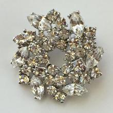 Silver toneWreathshape white rhinestones pin brooch