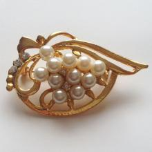Gold plated pin brooch with faux white pearls and rhinestones