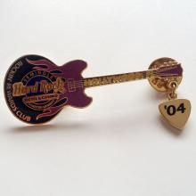 Gold plated GUITAR shape member pin, signed HOLLYWOOD HARD ROCK Hotel and Casino, 04