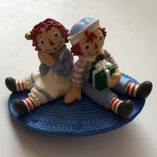 BOY AND GIRL SITTING ON OVAL CARPET plastic enameled very detailed pin