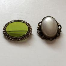 Lot of 2 brooches pins