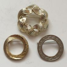 Lot of 3 round shape pins brooches